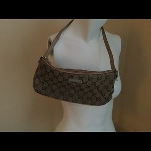 Gucci small shoulder bag . Authentic Vintage